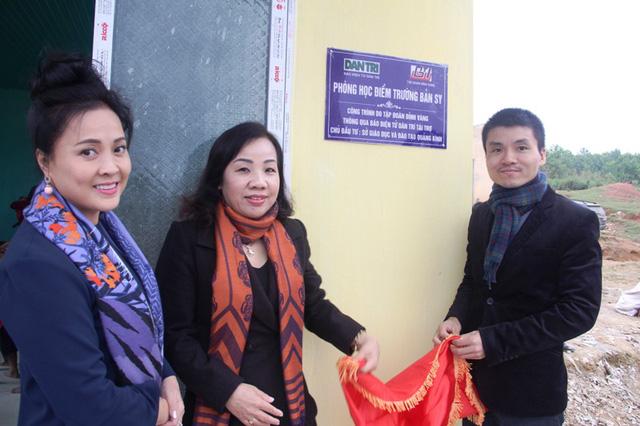 """... và bàn giao """"phòng học Dân trí"""" tại bản Sy, Quảng Bình"""