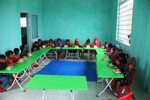 Từ nay, các em học sinh mầm non ở bản Sy sẽ được học trong một căn phòng khang trang và đầy đủ tiện nghi hơn rất nhiều